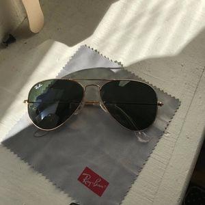 Classic Rayban Aviator Sunglasses - Gold